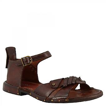 Leonardo Shoes Women's handmade flat sandals in brown calf leather with buckle