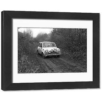 RAC Rally 1968. Ingelijste foto. 15 NOVEMBER: N J Durnford /S A Davey, Mini Cooper tijdens RAC.