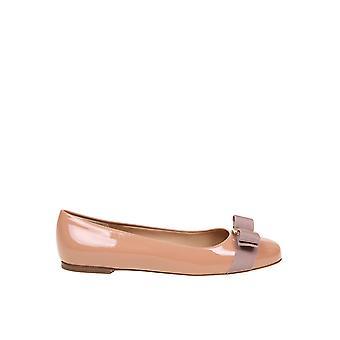 Salvatore Ferragamo 01a181676235 Women's Pink Patent Leather Flats