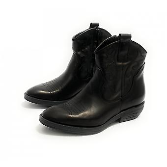 Women's Elite Texan Ankle Boot Embroidered in Black Calfskin D21el10