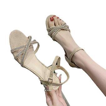 Talons hauts et sandales à la mode