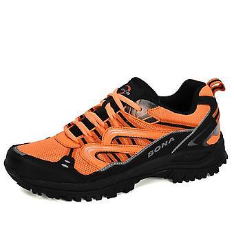 נעלי טרקים פופולריות לטיולים בחוץ