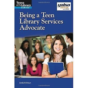 Een tiener Library Services voorstander