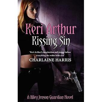 Kysser synd genom Keri Arthur
