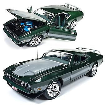 1973 Ford Mustang Mach 1 1:18 Scale Die-cast Metal Vehicle