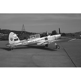 Aeronaves de treinamento um DHC-1 Chipmunk usado pela força aérea portuguesa como um rebocador de planador Sintra Portugal Poster Print