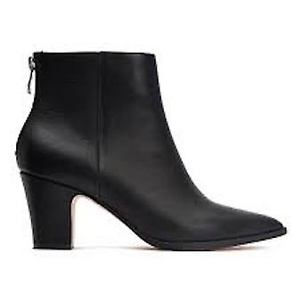 Bill Blass Womens Payton Leather Pointed Toe Ankle Fashion Boots
