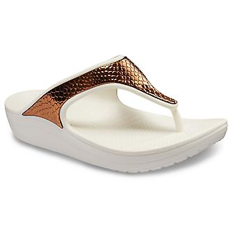 Crocs Femmes-apos;s Sloane Metallic Text Flip Slip On Bronze Oyster 28778