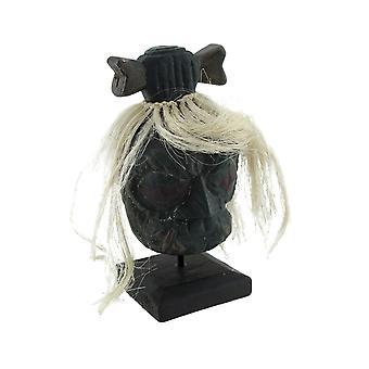 Tsantsa montada com cabelo branco e estátua de cabelo-arco de osso