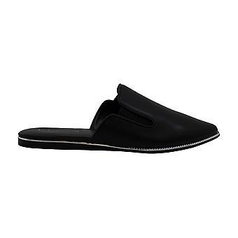 BCBGeneration المرأة & ق أحذية lanni جلد وأشار أصابع اللب