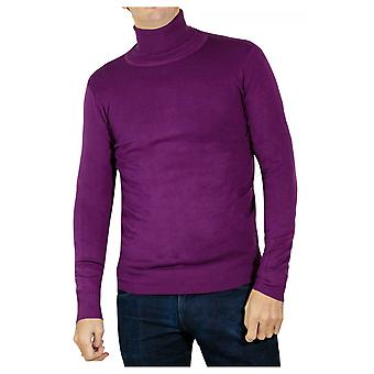 Fitted cut long-sleeved turtleneck sweater