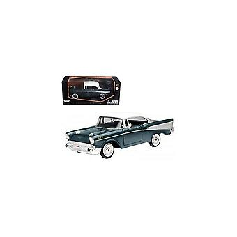 MotorMax Motormax - 1957 Chevy Bel Air Green  1:24