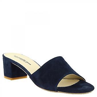 ليوناردو أحذية النساء & أبوس؛s الصنادل ذات الكعب المنخفض المصنوعة يدويا في جلد الغزال الأزرق