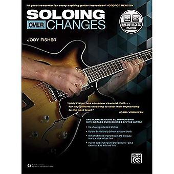 Solo über Änderungen: The Ultimate Guide to Improvisation mit Skalen über Akkorde auf der Gitarre (Buch & Online-Audio)
