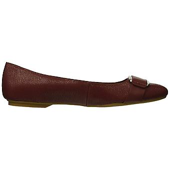 Calvin Klein Womens Oneta Leather Closed Toe Slide Flats