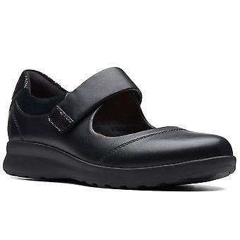 كلاركس أون تزين حزام النساء أحذية عارضة