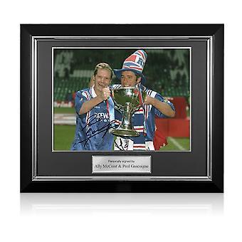 Paul Gascoigne y Ally McCoist firmaron la foto de los Rangers. Marco Deluxe