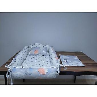 Het nest en de doek van de baby, moeder zo hoofdronde en bed