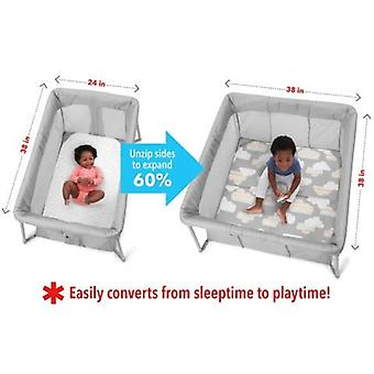 Skip Hop Play to Night Expanding Travel Bed - Graue Wolken
