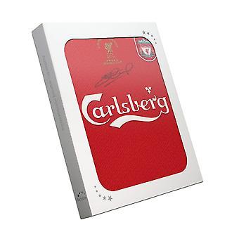Steven Gerrard a signé Liverpool Champions League Shirt 2005. Dans la boîte à cadeaux