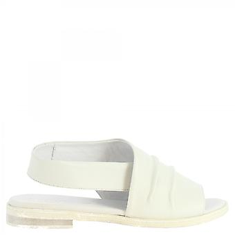 Leonardo Schuhe Frauen's handgemachte Slingback niedrige Sandalen in weißem Kalbsleder