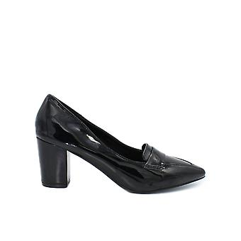 Women's varnished pumps