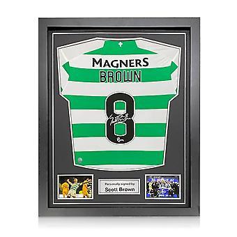 Scott Brown firmó la camiseta del Celtic. 2019-20. Enmarcado