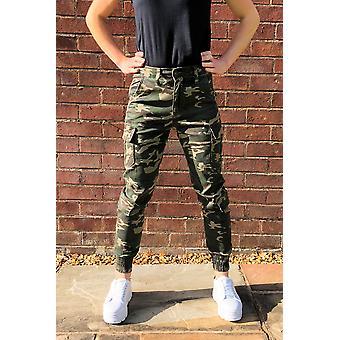 Pierna corta con pantalones cortos de carga con puños de camuflaje de gran altura - verde y marrón