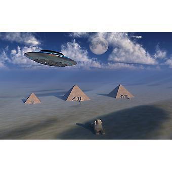 En UFO flyver over Giza-plateauet i Egypten plakat Print