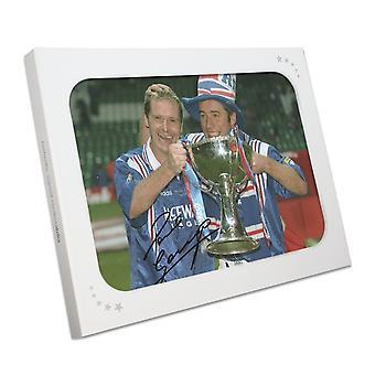 Paul Gascoigne y Ally McCoist firmaron la foto de los Rangers. Caja de regalo