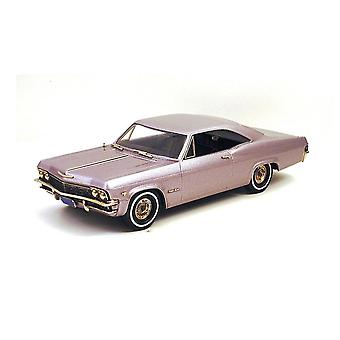 Chevrolet Impala 2-Door Hardtop (1965) Diecast Model Car