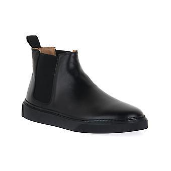 Frau avatar black shoes