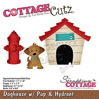 Sloop Cottage Doghouse met pup & Brandkraan
