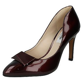 Ladies Clarks tacco alto punte corte del partito scarpe Azizi Isobel Borgogna brevetto dimensioni 3D