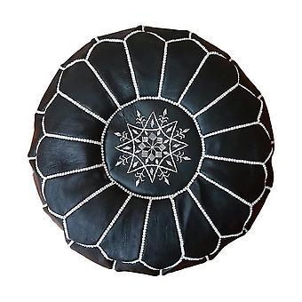 Musta marokkolainen nahkainen pouf valkoisella ompeleella