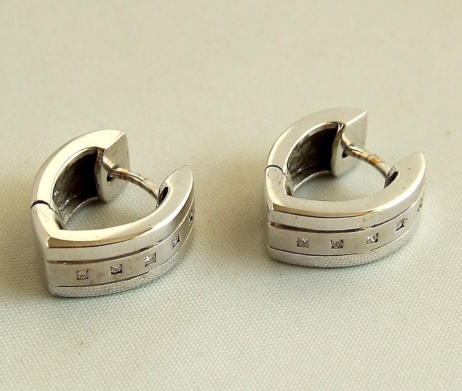Wit gouden oorbellen met diamanten