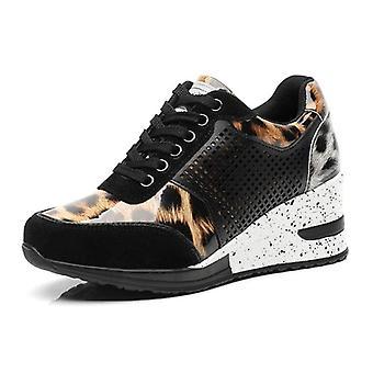 Le nuove scarpe tonning leggere di marca traspiranti aumentano le sneakers alte wedge