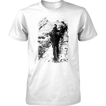 Yomp van de Royal Marines in Falkland - Mens T Shirt