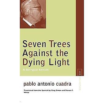 Sju träd mot de döende ljus