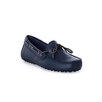Frau spinner blauwe schoenen