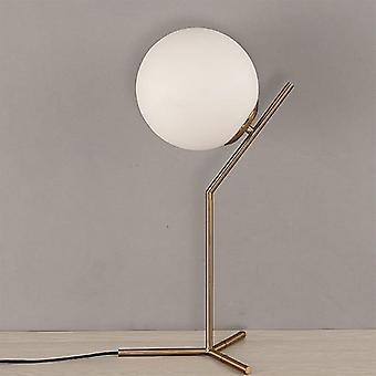 Moderni lasipallo, kultainen pohjoismainen pöytävalaisin kodin sisustukseen