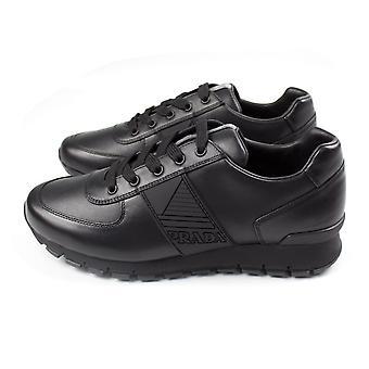 Prada Vitello Plume Leder Runner Sneakers Schwarz