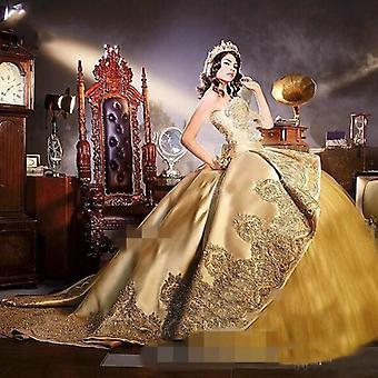 فساتين كوينسانيرا الذهبية