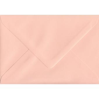 سمك السلمون الوردي الشمعي A5 اللون الوردي المغلفات. 100gsm ورقة مجلس رعاية الغابات المستدامة. 152 مم × 216 مم. بانكر نمط المغلف.