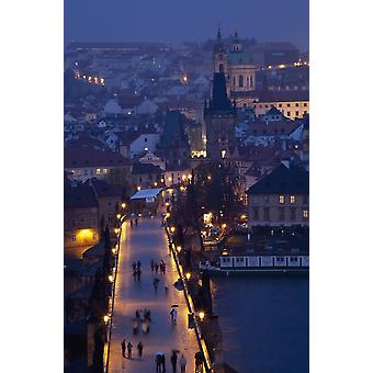 Uitzicht over de Karelsbrug naar de Mala Strana District van Praag Tsjechië Europa PosterPrint