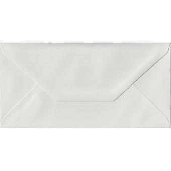 White opgenomen gegomd DL gekleurde witte enveloppen. 100gsm FSC duurzaam papier. 110 mm x 220 mm. bankier stijl envelop.