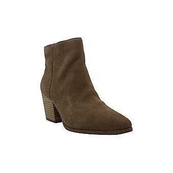 الأمريكية خرقة النساء إيرين سويد وأشار إلى الأحذية أزياء الكاحل