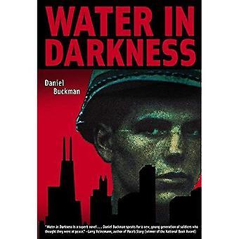 Veden pimeydessä