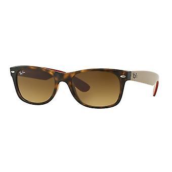 راي بان وايفارر الجديدة RB2132 6181/85 ماتي هافانا / براون التدرج النظارات الشمسية