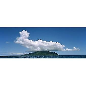 עננים על צללית האי סיישל פוסטר הדפסה